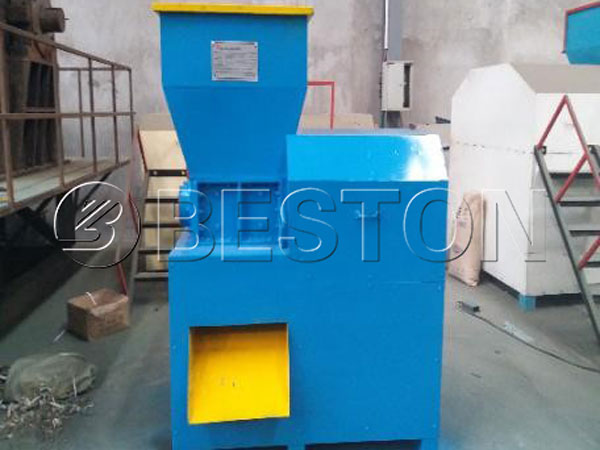 Crusher of wood charcoal machine